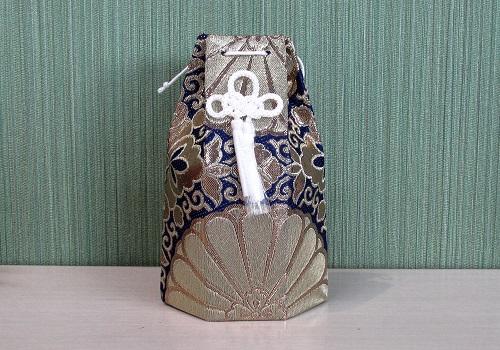 □六角骨覆 骨袋六角 2.0寸用 並金襴 分骨袋 紺 (シール銀)