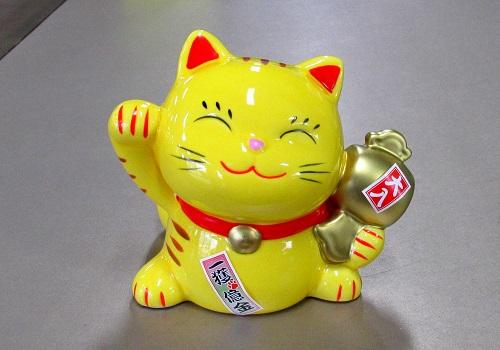 ■幸せ招き猫宝くじ入れ 中 貯金箱 とら