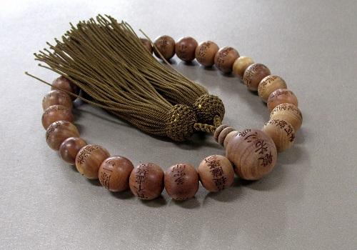 ●男性用片手念珠 般若心経入り 白檀22共仕立 正絹頭房 桐箱