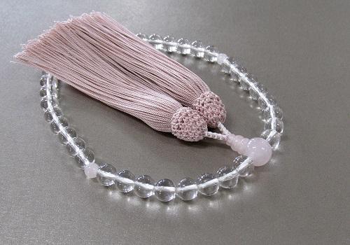 ■女性用片手念珠 水晶ローズクォーツ仕立 正絹細房 桐箱入