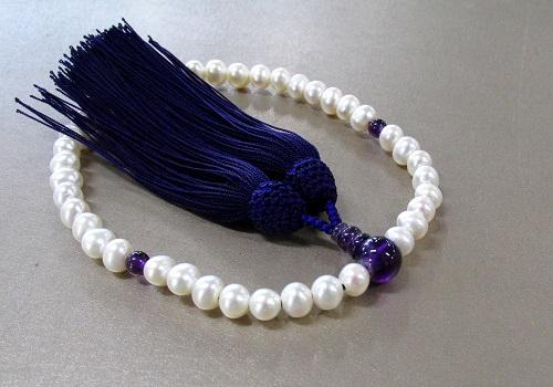 ●女性用片手念珠 淡水真珠・淡水パール紫水晶仕立正絹細房 桐箱入