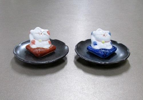 ■まねき猫 陶器香立 赤・青