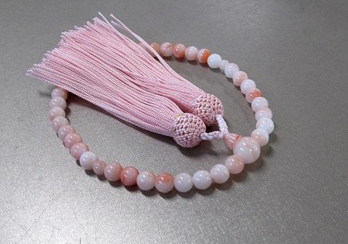 ☆女性用片手念珠 ハリ珊瑚7�o玉共仕立 人絹頭房(ピンク)