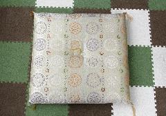 ◆圧縮座布団 菊華紋 白茶