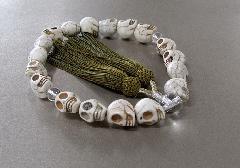 ●男性用片手念珠 ハウライト骸骨彫水晶仕立 正絹頭房