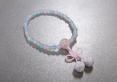 ◆子供用念珠・数珠 こどもじゅず PC艶消ミックス6�o ちりめんラップ入 桜んぼ房 薄桃色 箱入