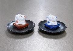 ●まねき猫 陶器香立 赤・青