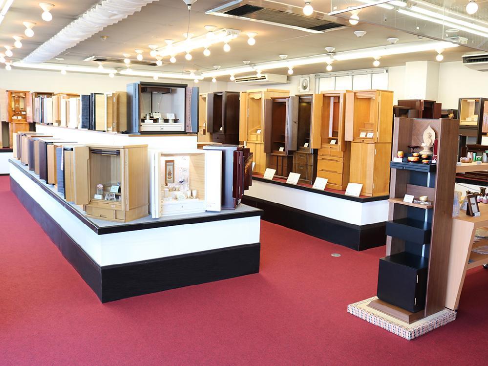 仏壇のシメノ堺鳳店内 モダン仏壇コーナー写真
