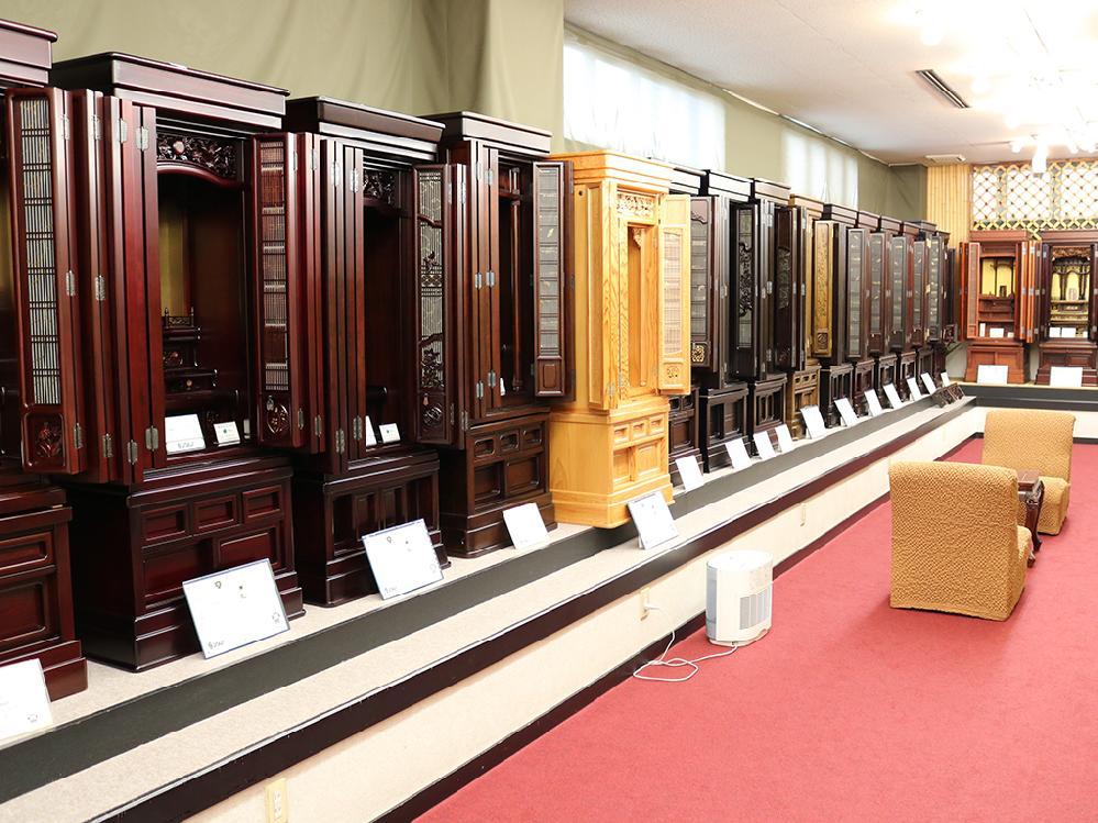 仏壇のシメノ店内唐木仏壇コーナー