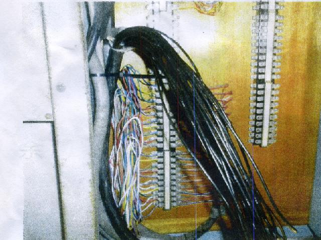 非常放送設備警報ケーブル(1.2-20P 25Q-20C)配線工事