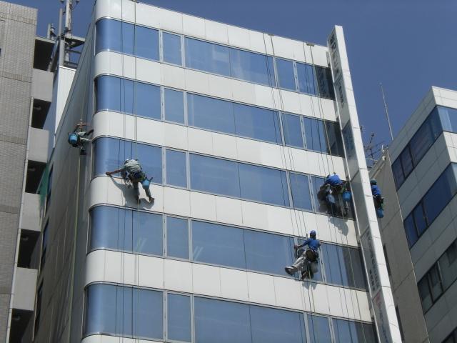 【東京】マンションで、命綱のロープで宙づりに…60代の窓の清掃作業員死亡 YouTube動画>1本 ->画像>40枚