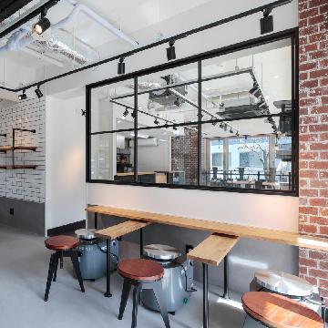 八王子にある障害者支援施設に併設されているカフェと陶芸教室の設計・施工事例