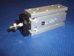 CDUK16-25D フリーマウントシリンダー