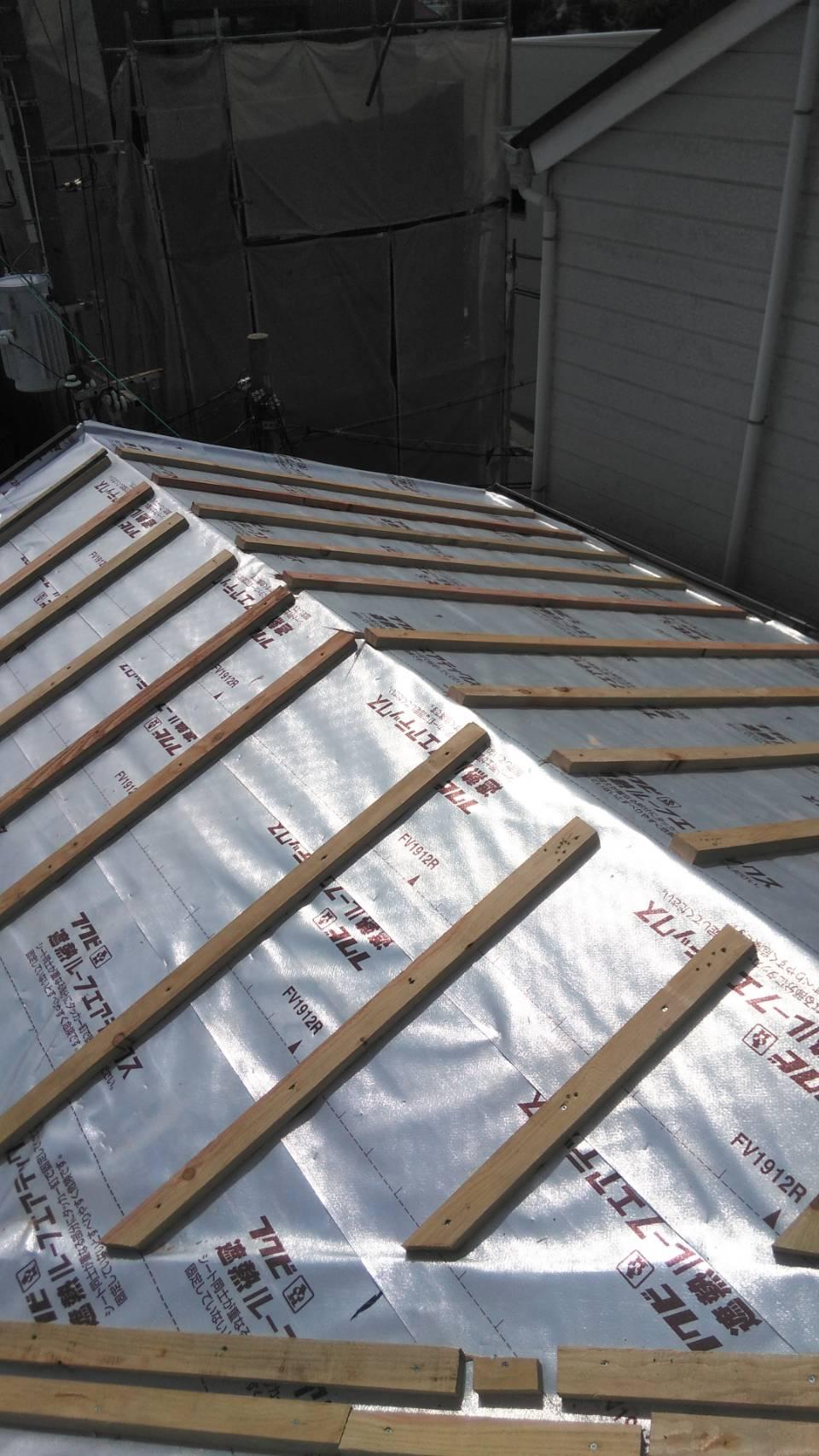 松原市H邸屋根葺き替え遮熱工事の様子です。