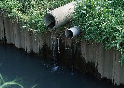 排水の詰まり直し行ないます。