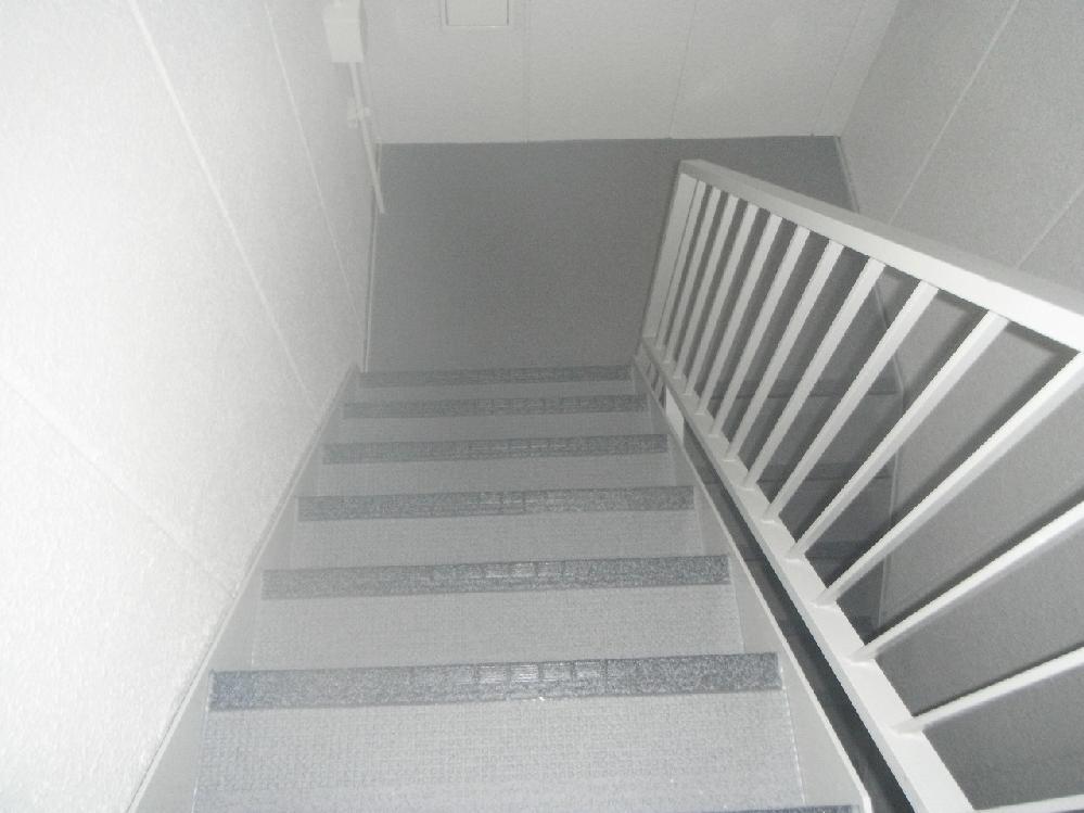 非常階段も綺麗に塗り替え