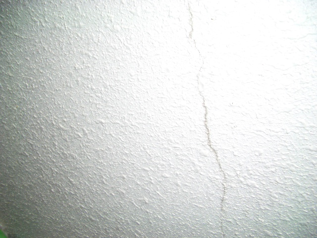 外壁ひび割れ部分