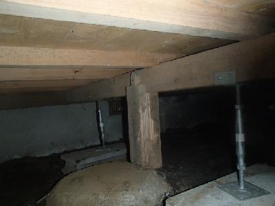 床の沈み込み防止のため2箇所を補強