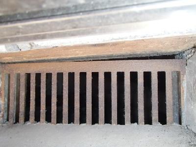床下換気口パネル等の施工不良で生じた隙間
