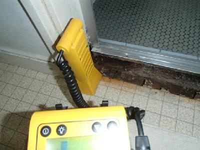 浴室入口ドア下枠に被害