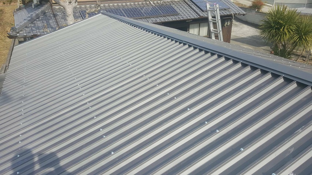 波板スレート屋根重ね葺き工事