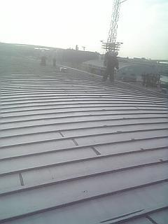 大黒ふ頭 倉庫屋根の塗装工事