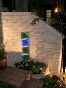 門扉/ガラスブロックLEDで柔らかな光を演出