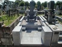 白御影石でデザインも変えて建てなおした墓地