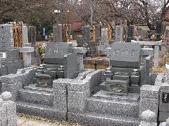 真間山境内墓地で2基同じ洋型のお墓を建てた施工事例
