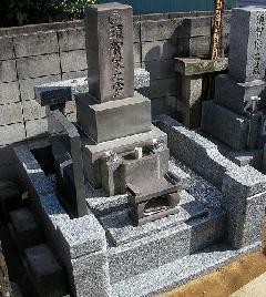 龍泉院境内墓地(市川市)の白川石から御影石への改修工事