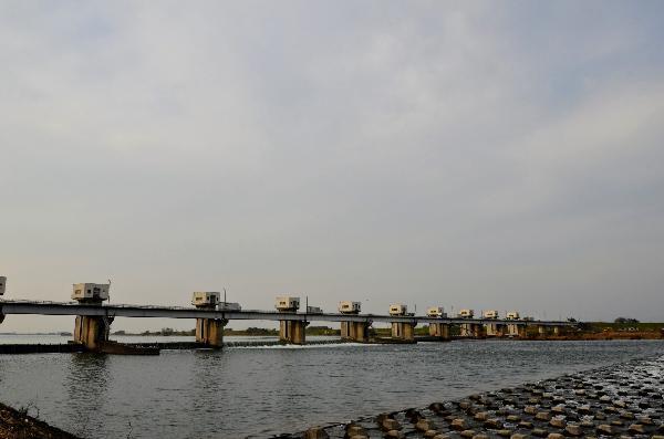 利根大堰水門 改修工事 足場