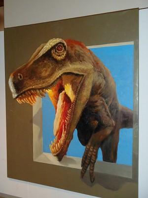恐竜が額縁から…