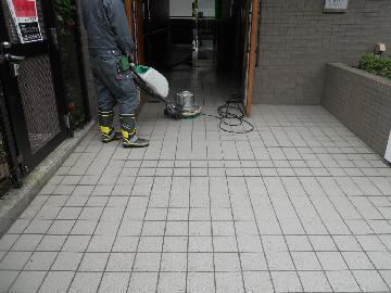 タイルやコンクリートの床清掃