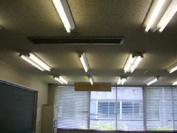 照明器具清掃は取り外して清掃いたします。