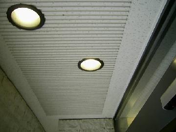 フロア照明の清掃