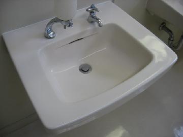 洗面台も同時にキレイにします。