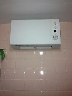 練馬区高野台 壁掛形浴室暖房新規取付工事