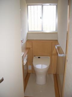 省スペースタイプの最新式トイレ