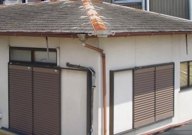 古くなったカラーベストの屋根