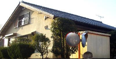 陶器製の瓦で葺かれた屋根