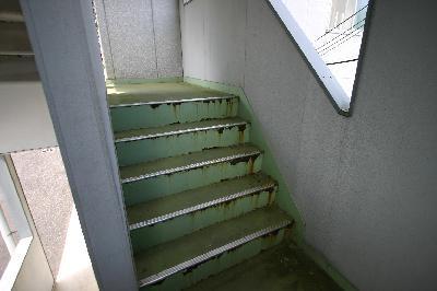 マンション階段補修前