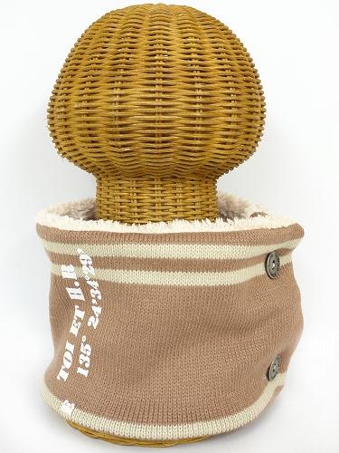 サイドボタン付き 裏地ボア ニットネックウォーマー(ライン入りロゴ フロッキープリント モカブラウン) WNBSA022R-51