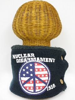 サイドボタン付き 裏地ボア ニットネックウォーマー(アメリカンPEACEマークプリント ダークグレー) WNBSA019R-40