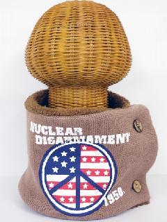 サイドボタン付き 裏地ボア ニットネックウォーマー(アメリカンPEACEマークプリント モカブラウン) WNBSA019R-51
