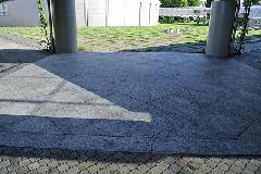 荒川区 某大学構内 石材高圧洗浄