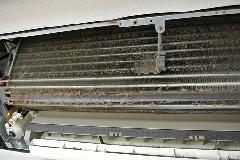 東京都台東区 ホテル空調室内機 強アルカリイオン水を使用したエアコン内部洗浄