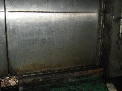 廃棄物処理場の投入口扉清掃