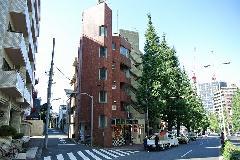 東京都港区白金台ビルを覆い隠す植物の除草 2(befora afterの写真)