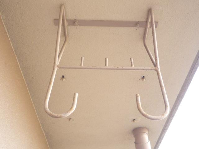 物干し竿の吊り金具の塗装