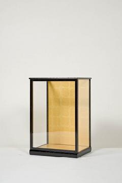 木製人形ケース 間口30cm 奥行24cm 高さ50cm 色=黒桑 型=前開き 完成品 日本製